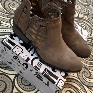 New in box size 8 brown booties